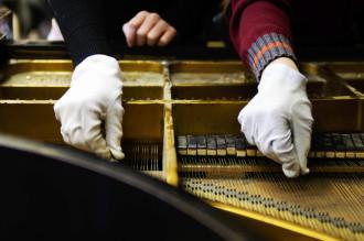 ZMiS 2005, Darlén Bakke: Unter dem Deckel - Das Klavier als Material